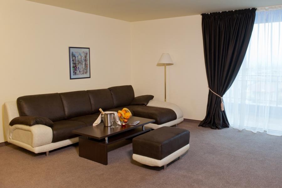 Astraea_hotel_suite2